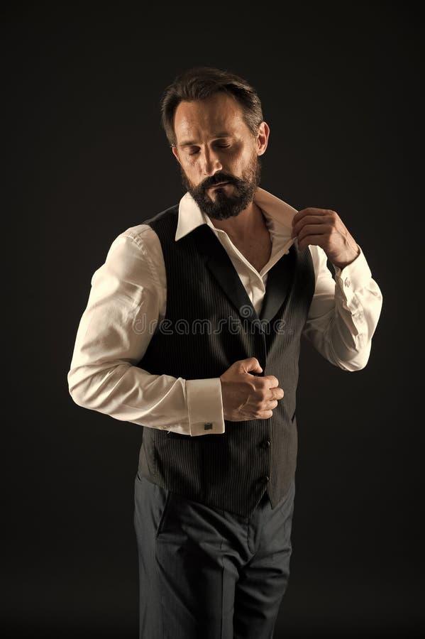 Moderno caucasiano brutal com bigode Homem farpado Forma masculina Cuidado facial Moderno maduro com barba stylish imagem de stock royalty free