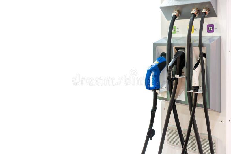 Moderno e de alta tecnologia do veículo elétrico do transporte que carregam a estação de Ev com os muitos tipo tomada de fonte do imagens de stock