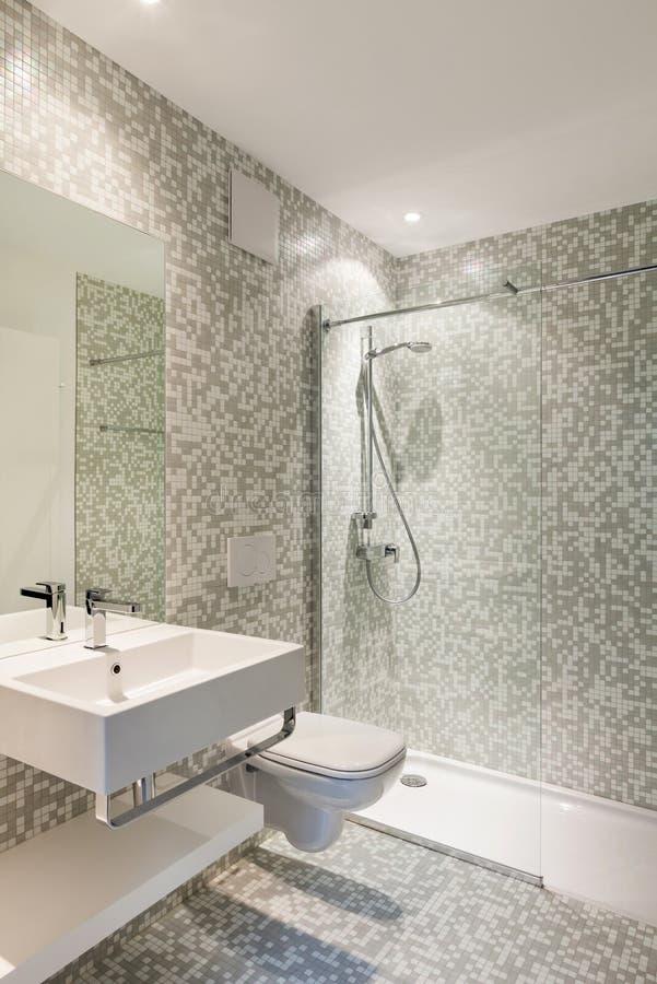 Modernt badrum för sikt arkivfoton