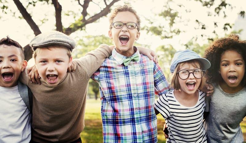 Modernt begrepp för Hipsterbarn utomhus royaltyfri fotografi