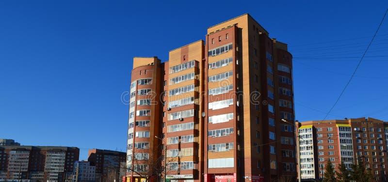 Modernt bostads- område av en stor Siberian stad arkivfoto