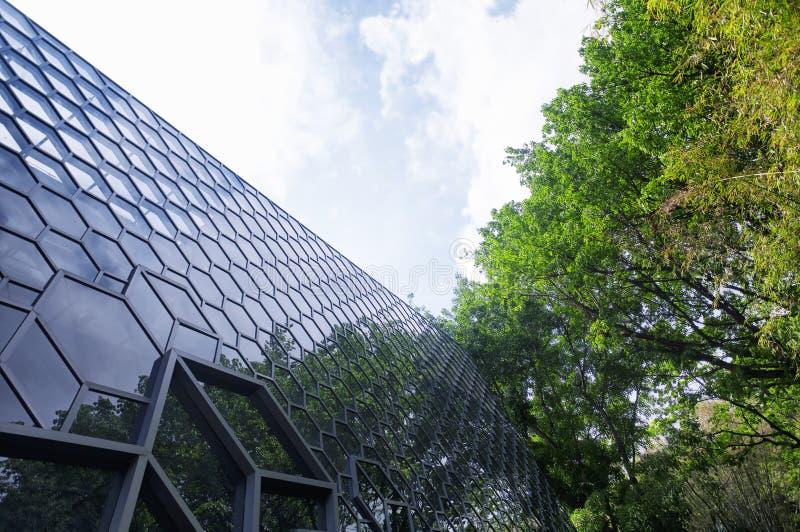 Modernt glass byggnadsfasadshenzhen porslin arkivfoto