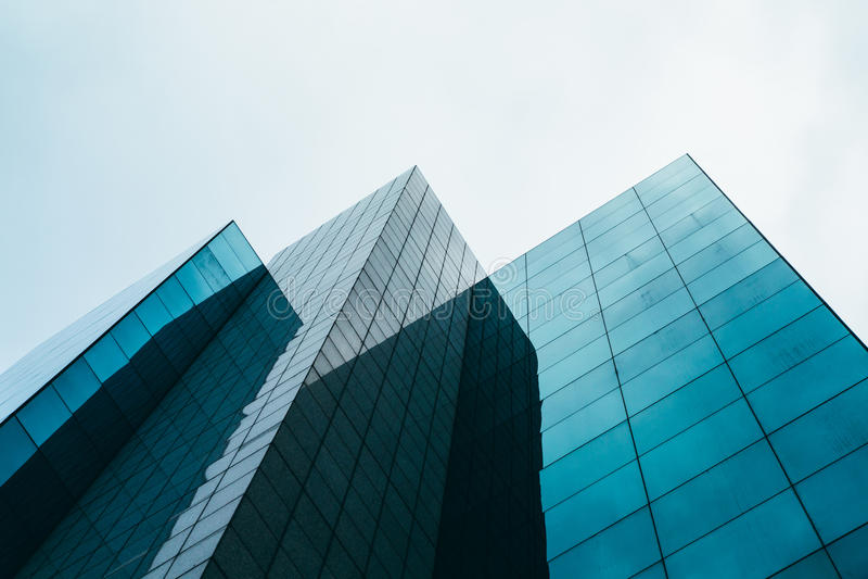 Modernt Glass skyskrapaarkitekturbegrepp royaltyfri foto