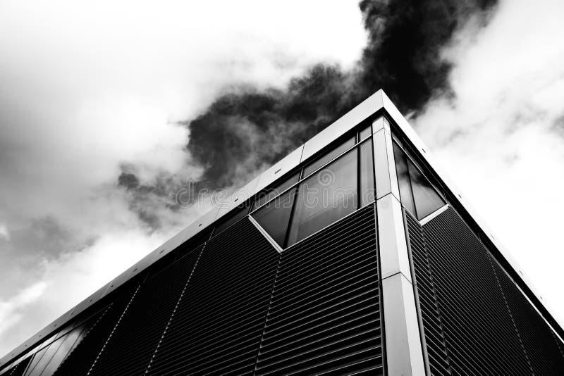 Modernt Glass skyskrapaarkitekturbegrepp fotografering för bildbyråer