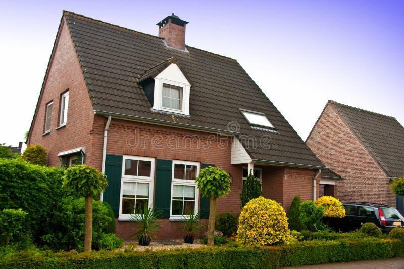 Modernt hus eller hem arkivfoton
