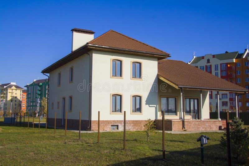 Modernt hus för hyra royaltyfria foton
