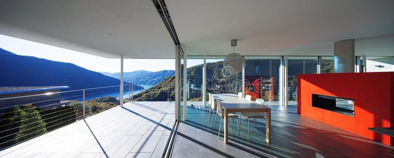 Modernt hus, sikt från balkong arkivfoton