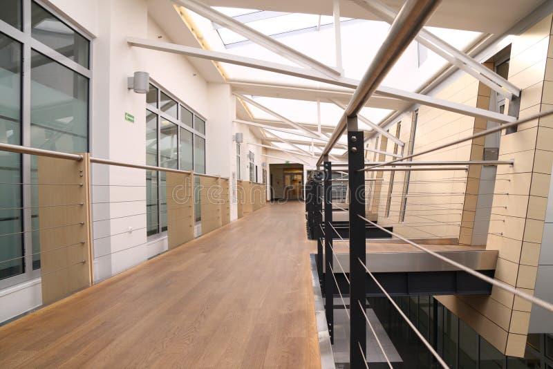 modernt kontor för 3 korridor arkivfoton