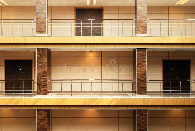 modernt kontor för byggnadskorridor royaltyfri foto