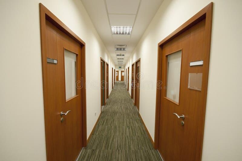 modernt kontor för korridor royaltyfria bilder