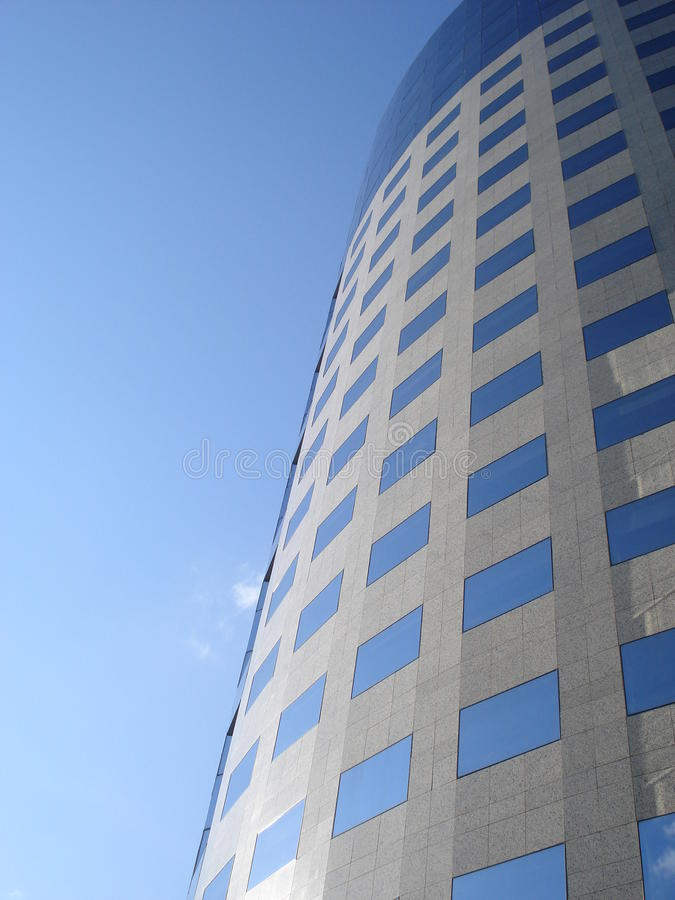 Modernt kontorsbyggnadtorn royaltyfri foto