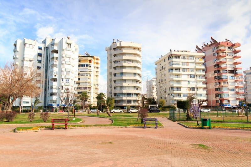 Modernt lägenhetstadsliv royaltyfri foto