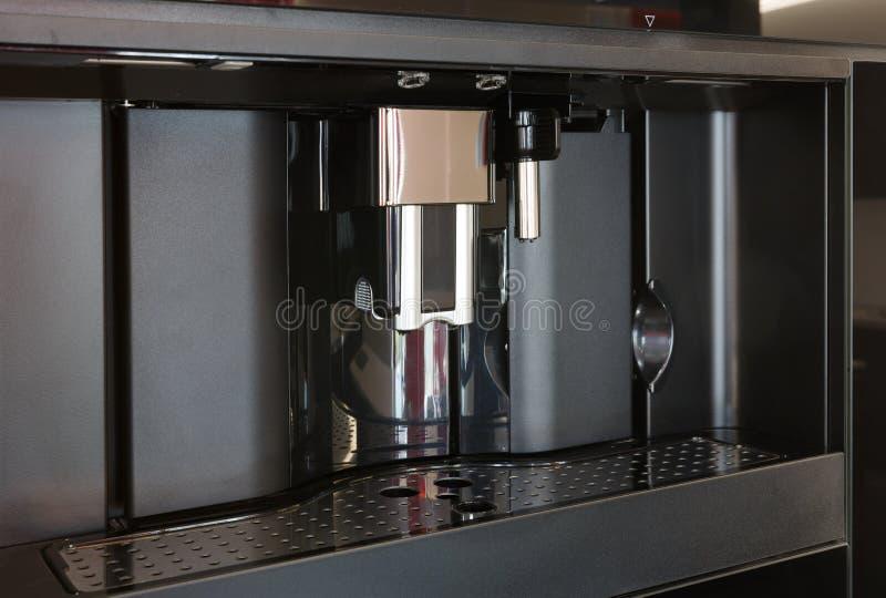 Modernt som byggs i espressokaffemaskin royaltyfria bilder