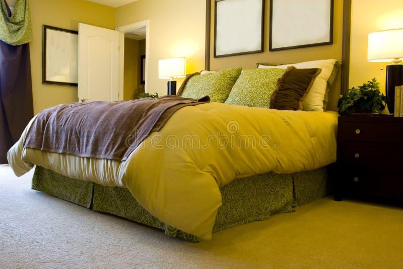 modernt sovrum arkivbild