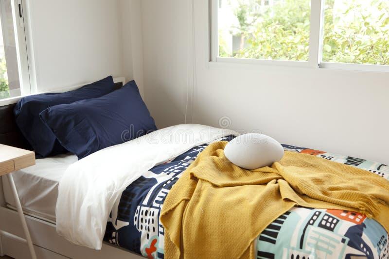 Modernt sovrum för barn` s royaltyfri foto