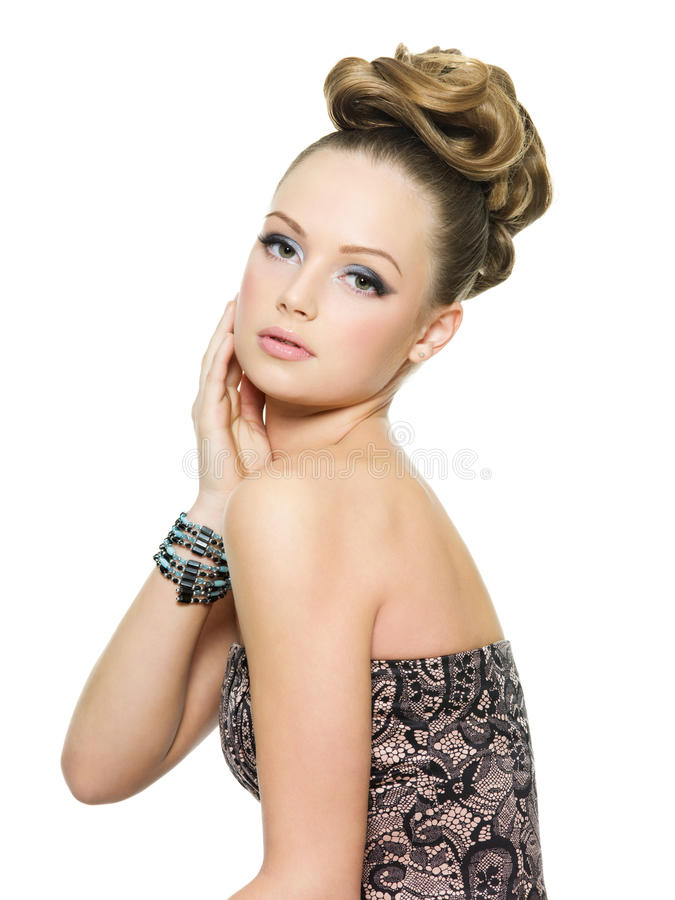 modernt teen för härlig flickafrisyr royaltyfria foton