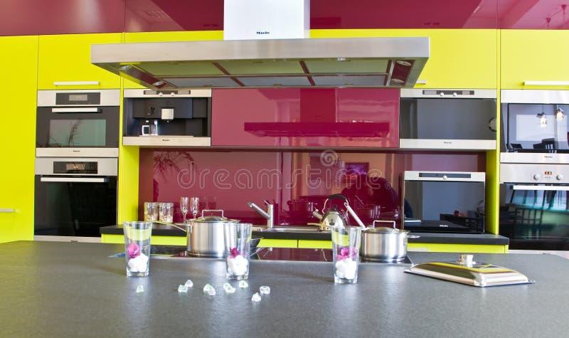 modernt trendigt kök arkivfoto