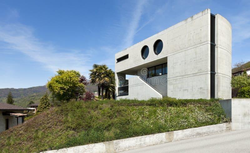 modernt utomhus- för cementhus arkivfoto