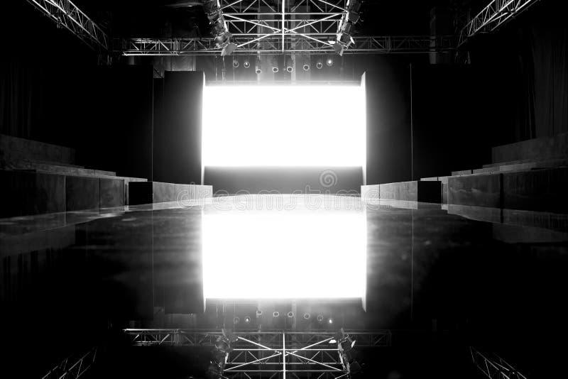 Modeschau, Brücken-Ereignis, Rollbahn-Show-leeres Stadium stockbilder