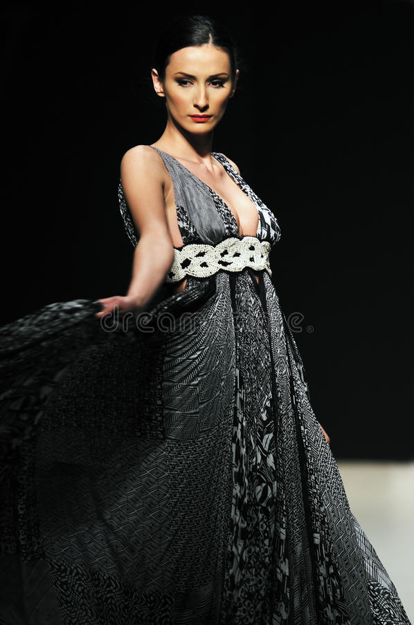 Modeschaufrauenweg lizenzfreies stockfoto