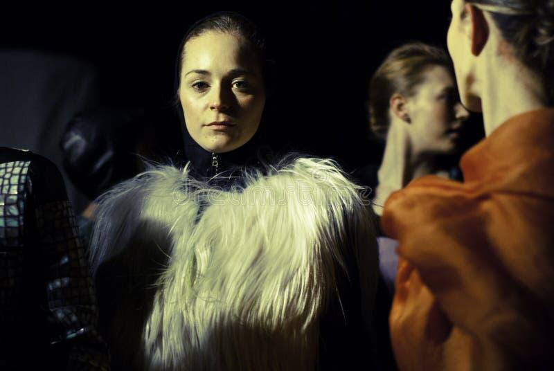 Modeshow de Over land van Elise stock afbeeldingen