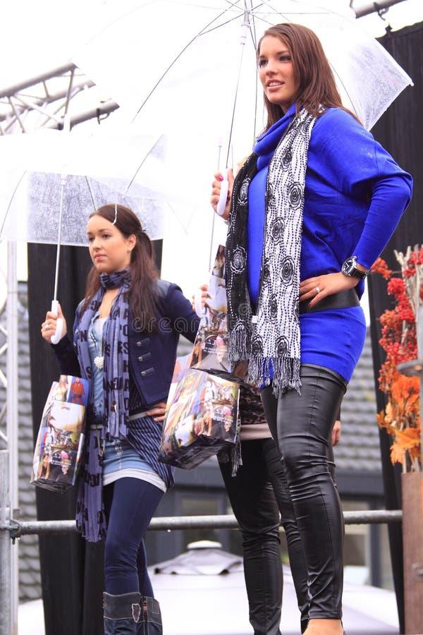 Modeshow in de regen stock afbeelding