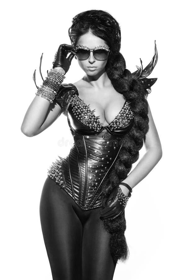 Modestående av den sexiga kvinnan royaltyfri fotografi