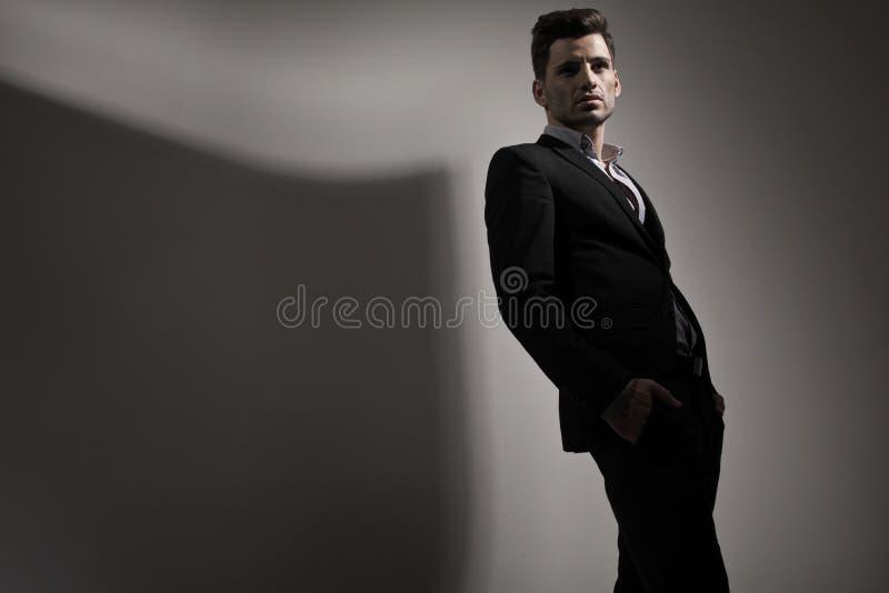 Modestilfoto av den unga mannen royaltyfri foto
