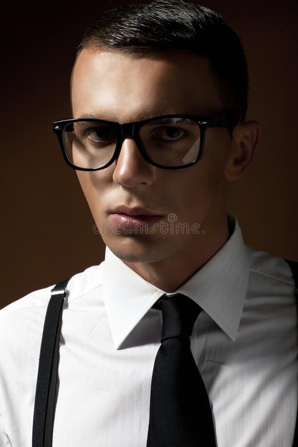 Modestilstående av en elegant man royaltyfri fotografi
