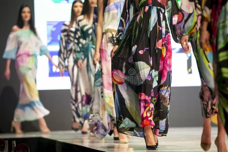 Modewochen-Modellrollbahn lizenzfreie stockfotos