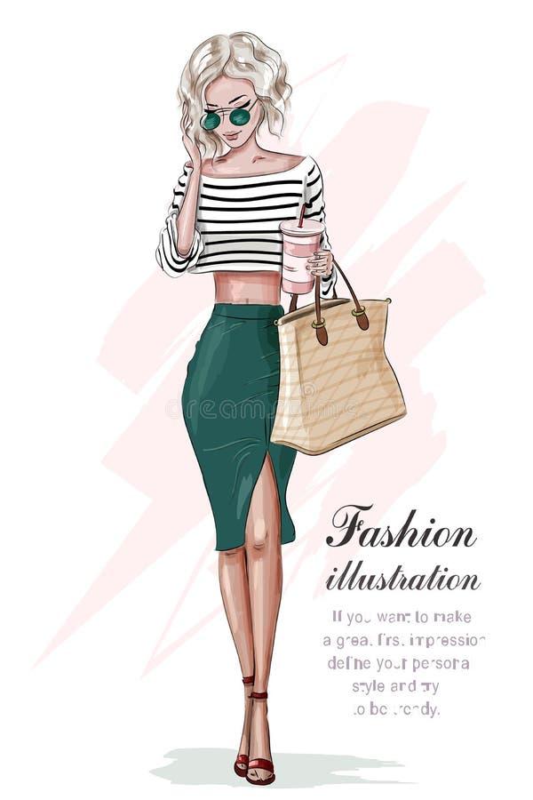 Modieus blondemeisje in manierkleren, met zak en koffiekop Hand getrokken mooi meisje De vrouw van de manier schets vector illustratie