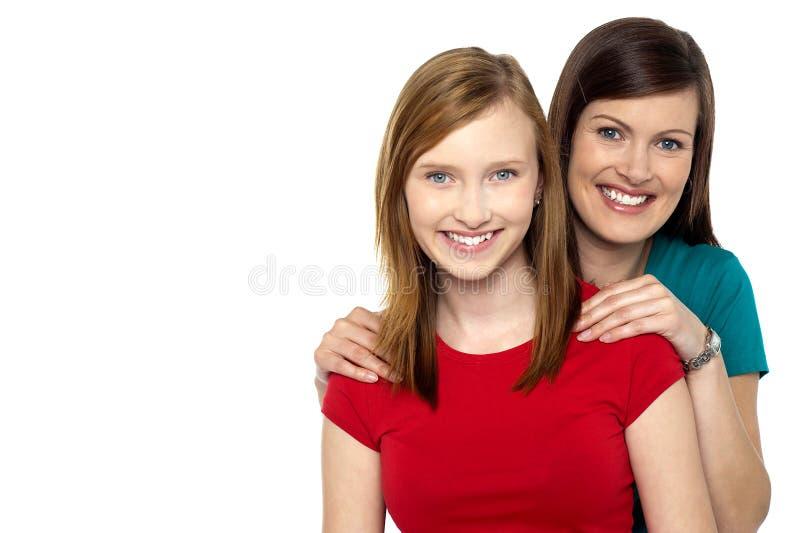 Modieus dochter en mamma stock afbeelding