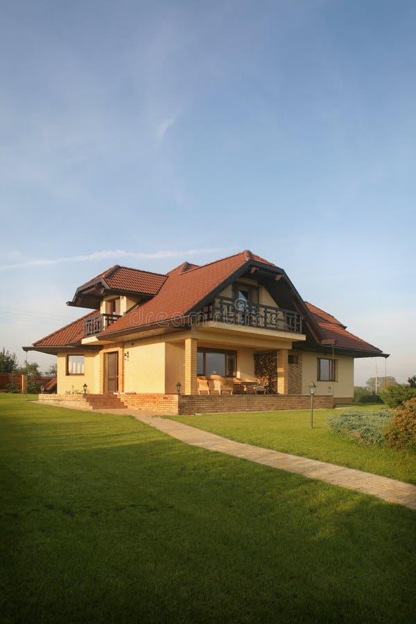 Modieus Huis op een Heuvel
