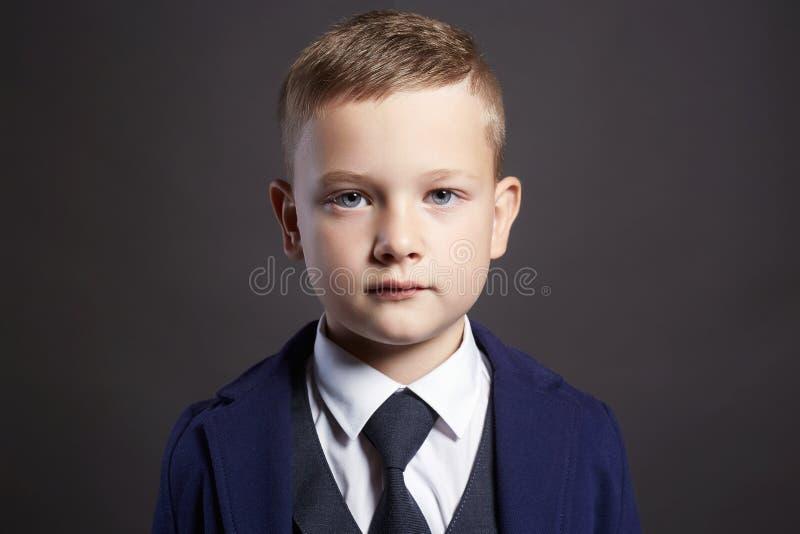 Modieus kind in een drie-stuk kostuum royalty-vrije stock fotografie