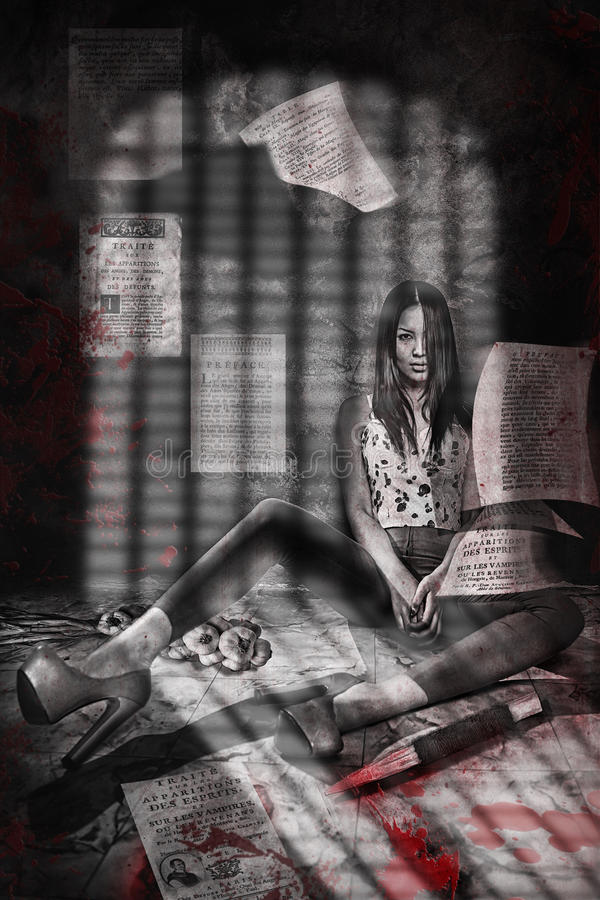 Modieus meisje in het heldere kleren situeren Schaduw van het rooster De Stijl van de vampier royalty-vrije stock fotografie