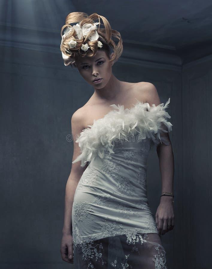 Modieuze blonde schoonheid royalty-vrije stock foto's