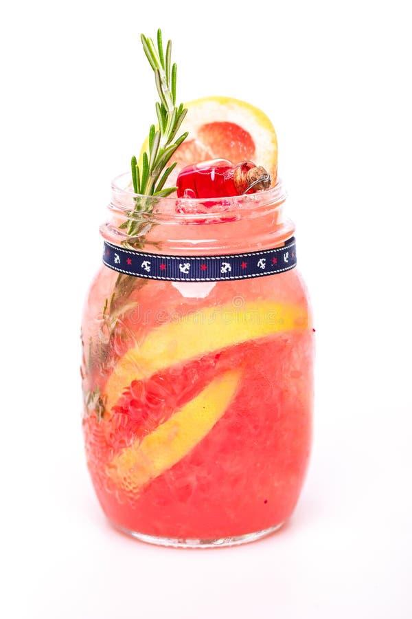 Modieuze cocktail op witte achtergrond royalty-vrije stock fotografie