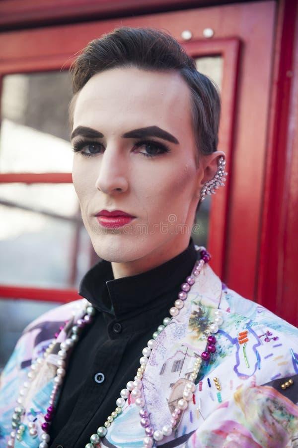 Modieuze deelnemers die buiten 180 de Bundel voor London Fashion Week verzamelen royalty-vrije stock foto
