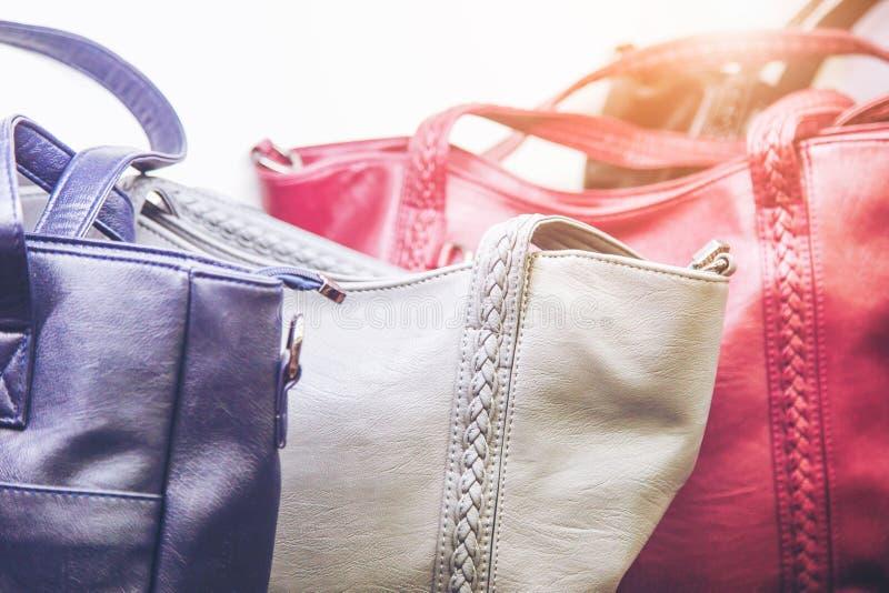 Modieuze en hoge stijl dure vrouwelijke zak stock foto