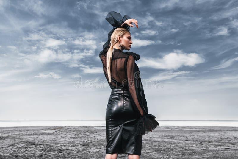 Modieuze gotische vrouw royalty-vrije stock fotografie