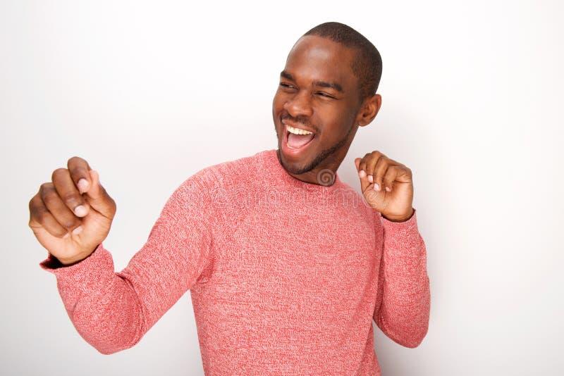 Modieuze jonge zwarte en mens die glimlachen dansen royalty-vrije stock foto's