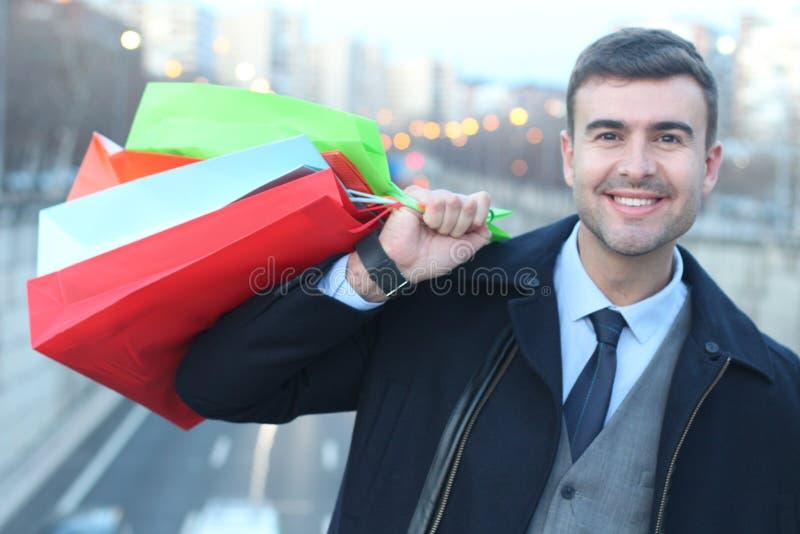 Modieuze mens die in de stad winkelen royalty-vrije stock foto