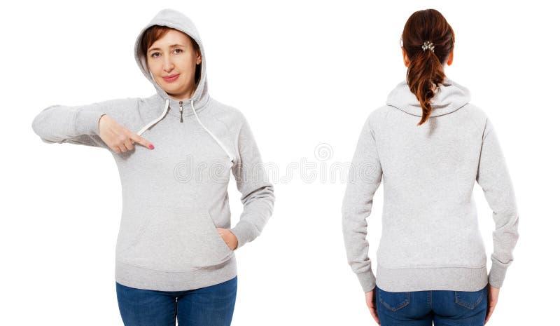 Modieuze middenleeftijdsvrouw in hoodie voor en achtermening - witte vrouw in grijs die sweatshirtmodel op witte achtergrond word royalty-vrije stock foto's