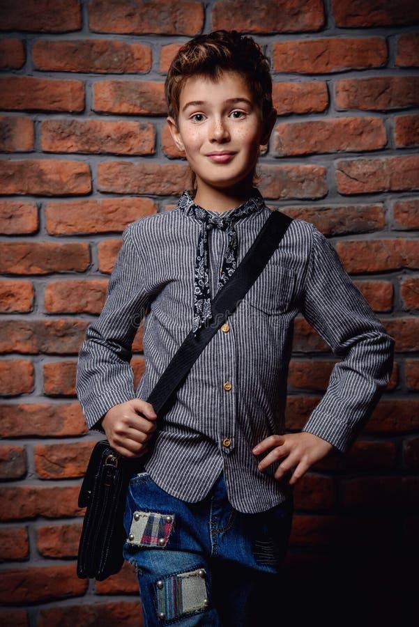 Modieuze moderne jongen royalty-vrije stock afbeelding