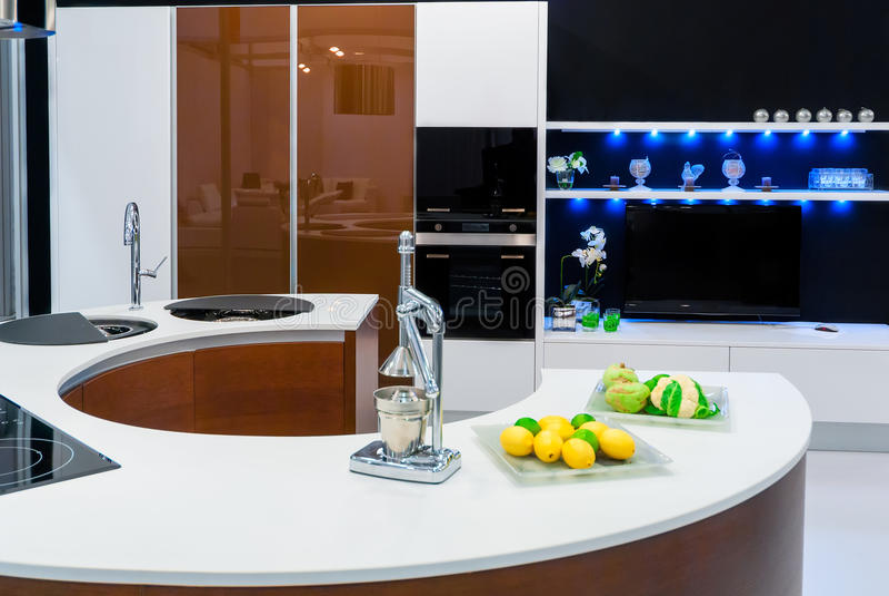 Modieuze moderne keuken stock foto
