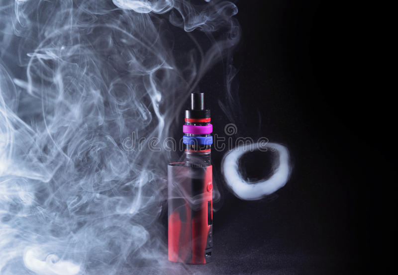 Modificação de Ecigarette no fumo fotografia de stock