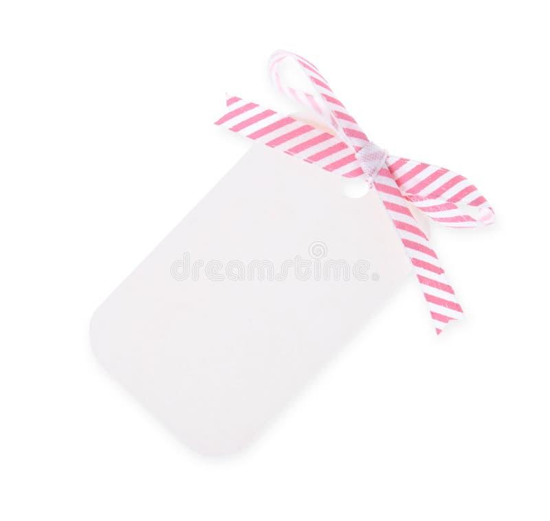 Modifica bianca del regalo con l'arco diagonale del nastro del raso---con PA di residuo della potatura meccanica fotografie stock