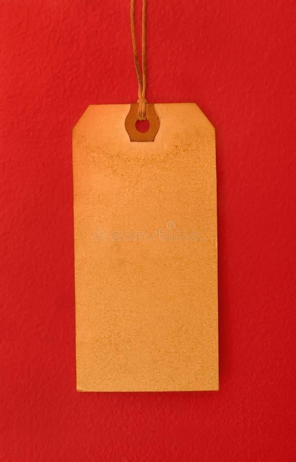 Modifica in bianco dell'annata su colore rosso immagine stock