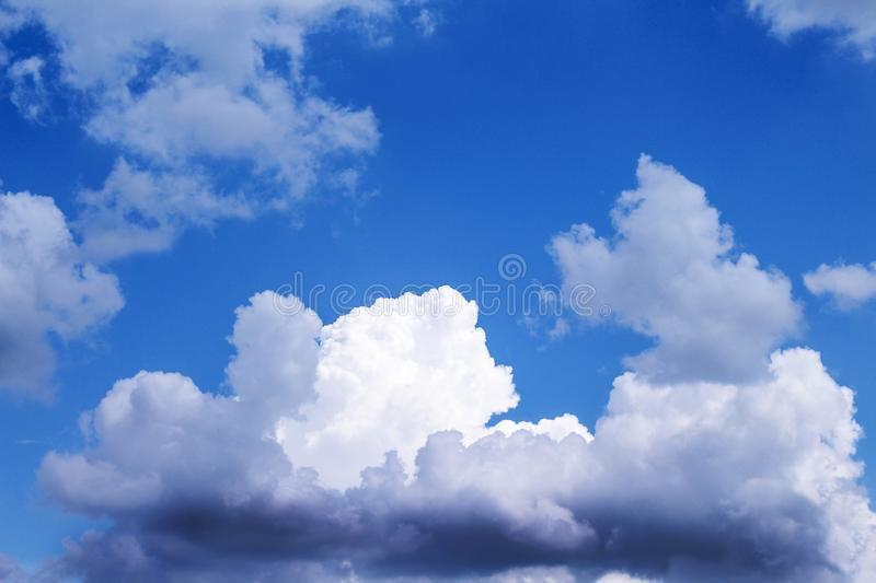 Modification de nuage avant de pleuvoir image stock