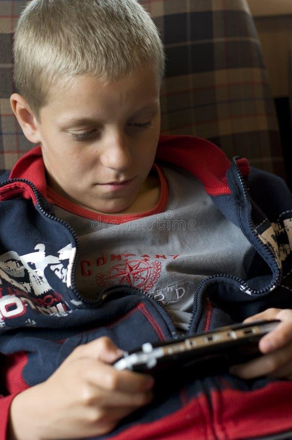 modig leka video för pojke fotografering för bildbyråer